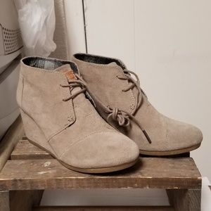 Tom's wedge booties Tan color size 9 1/2